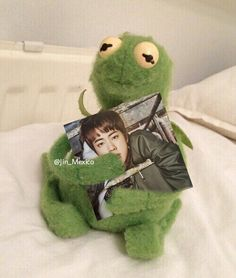 The post appeared first on Kermit the Frog Memes. Bts Memes, Sapo Kermit, Bts Emoji, Sapo Meme, Funny Profile Pictures, Kermit The Frog, Hey Man, Bts Boys, Funny Faces
