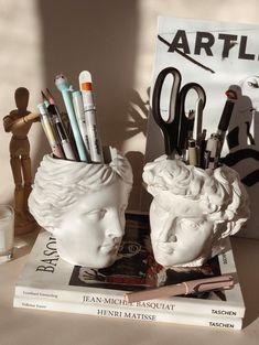 David & Venus Head Pen Holder Gift for Her | Etsy Room Ideas Bedroom, Bedroom Inspo, Bedroom Decor, Uni Room, Dorm Room, Vintage Room, Aesthetic Room Decor, Dream Rooms, Dream Art Room