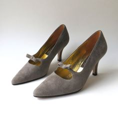 c67d98b2695 vintage Sesto Meucci Grey Suede Mary Jane Pumps with Bows