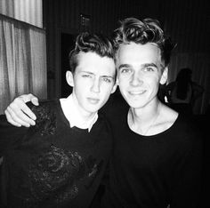 Troye sivan and joe sugg! British Youtubers, Best Youtubers, Nick Laws, Buttercream Squad, Matthew Lush, Ricky Dillon, Connor Franta, Joe Sugg, Tyler Oakley