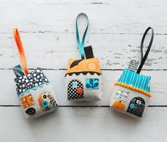Halloween Houses (a freebie and a giveaway! My Sewing Room, Sewing Toys, Free Sewing, Diy Christmas Presents, Christmas Diy, Holiday, Crafty Projects, Sewing Projects, Craft Tutorials