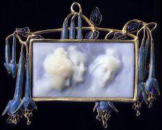 LaLique was/is amazing! ♡♡♡ Art Nouveau Cameo Brooch By Rene Lalique Lalique Jewelry, Cameo Jewelry, Jewelry Art, Vintage Jewelry, Jewelry Design, Wedding Jewelry, Bijoux Art Nouveau, Art Nouveau Jewelry, Art Deco