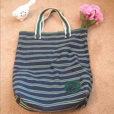 American Eagle Tote Bag Great tote! Perfect for an overnight trip or to carry school books in!! Snaps closed with plenty of room and 3 inside pockets. One of the inside pockets zips! Canvas like material... So very sturdy! American Eagle Outfitters Bags Totes