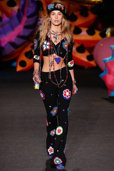 Moschino Resort 2017 Fashion Show - Cami Morrone