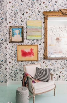 Butterfly | Patterned wallpaper | Living room | Insects | White armchair | Livingetc