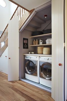 Organization Experts on the Art of Keeping the Laundry Room Tidy Ces 6 conseils d'organisation font de la magie de la buanderie Tiny Laundry Rooms, Laundry Room Organization, Laundry Room Design, Organization Ideas, Mud Rooms, Laundry Nook, Bathroom Laundry Rooms, Master Bathroom, Laundry In Kitchen