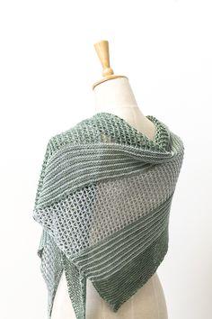Ravelry: Sea Grass shawl with DyeForYarn Merino/Silk Fingering - knitting: - 400 meter per bol - 100 gram per bol - proeflapje: 28.0 to 32.0 sts = 4 inches  - naald: 2.25 - 3.25mm