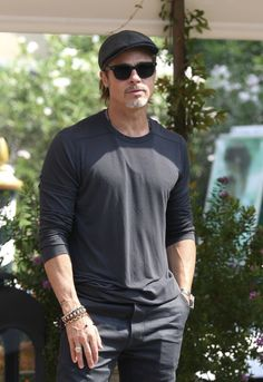 Brad And Angie, Brad And Angelina, Zoro, Brad Pitt, Mens Fashion, Fashion Trends, Style Icons, Haircuts, Acting