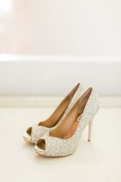Glittery gold heels:  http://www.stylemepretty.com/little-black-book-blog/2016/03/18/whimsical-summer-wedding-at-the-estate-on-second/ | Photography: Koman Photography - http://komanphotography.com/