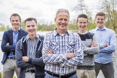 www.vierliefd.nl Familie fotografie Kockengen Harmelen bos familieshoot gezinshoot mannen jongens buiten spontaan Fotograaf: Jerny van Ginderen - Seeleman