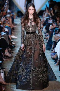 Fashion Tips Pear Shape .Fashion Tips Pear Shape Haute Couture Style, Couture Mode, Couture Fashion, Runway Fashion, Haute Couture Dresses, Party Fashion, Fall Fashion, Modest Fashion, Fashion Dresses
