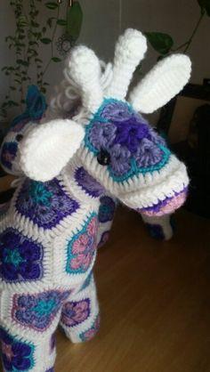 Giraffe made by pinatapets using pattern by Heidi Bears. So dang cute!!!