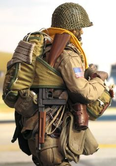 Platoon Commander, PIR, Airborne Division, Normandy 1944 - OSW: One Sixth Warrior Forum Military Gear, Military Equipment, Military History, Ww2 Uniforms, Military Uniforms, 82nd Airborne Division, Military Figures, Paratrooper, American Soldiers