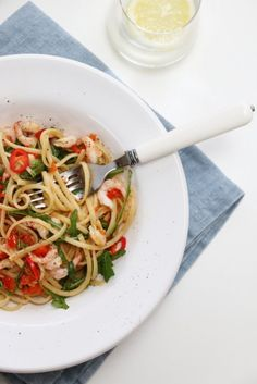 SPAGETTI MED CHILIREKER, PAPRIKA OG SITRON | TRINES MATBLOGG Chili, Nom Nom, Spaghetti, Pasta, Lunch, Dinner, Ethnic Recipes, Food, Red Peppers