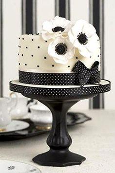 Black and White peggy porschen #wedding #cake www.finditforweddings.com