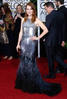 Julianne Moore se suma al team plata de la alfombra roja de los Globos de Oro [sic] capitaneado por Dakota Johnson y su Chanel Alta Costura y presidido por Dian