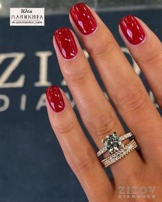 French Manicure has been a must for a well-groomed woman for centuries. The elegan manicure to perfection helps you to maintain your natural look and look glamorous. This elegant manicure… Red Gel Nails, Red Nail Art, Red Acrylic Nails, Nail Polish Colors, Red Manicure, Red Glitter Nails, Winter Nails Colors 2019, Dark Red Nails, Fall Nail Colors