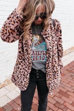 Fashion Outfits Women - 5 Closet Staples You Need For Fall Winter Mode Outfits, Winter Fashion Outfits, Autumn Winter Fashion, Trendy Fashion, Fall Outfits, Casual Outfits, Cute Outfits, Women's Fashion, Fashion Boots