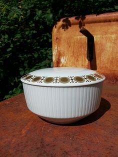 Mid Century lidded sugarbowl gold decoration from by fcollectables, €20.00
