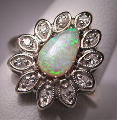 Vintage Opal ring. I loveee opal!