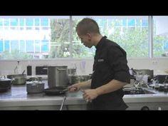 9. Espaguetis carbonara. '20 platos de Andrés Iniesta cocinados por David Muñoz' - YouTube