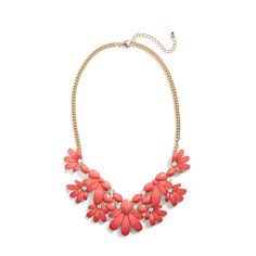 Sporting an all white look for summer? Add a dose of color with a vibrant statement necklace. (Stitch Fix Isla Stone Petal Necklace)