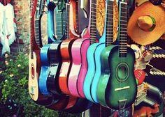 Guitares acoustiques colorées... ...