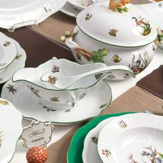 A Hunter oriented set, part of the Hunting trophies dinning set of Herend  - there are so many options, click for the details :)