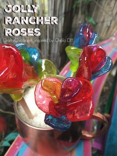 DIY Candy Roses How to make roses from Jolly Rancher candies!How to make roses from Jolly Rancher candies! Candy Art, Candy Crafts, Food Crafts, Diy Crafts, Rock Candy, How To Make Rose, Candy Flowers, Edible Glitter, Candy Bouquet