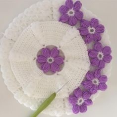 This Pin was discovered by Fat Crochet Potholders, Crochet Purses, Crochet Doilies, Crochet Flowers, Crochet Stitches, Knitting Patterns, Crochet Patterns, Rugs And Mats, Crochet Flower Tutorial