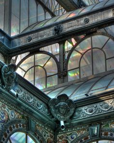 Detalle ornamental del Palacio de Cristal en el Retiro. Madrid.