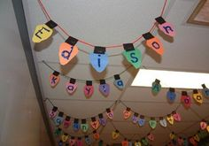 Your kids' names on Christmas lights! Adorable for Christmas classroom decorations! Preschool Christmas, Noel Christmas, Christmas Themes, Holiday Crafts, Holiday Fun, Classroom Christmas Decor, Holiday Decorations, Christmas Bulbs, School Christmas Door Decorations