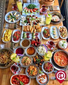 Breakfast Around The World, Breakfast Platter, Turkish Breakfast, Healthy Snacks, Healthy Recipes, Good Food, Yummy Food, Food Platters, Food Decoration
