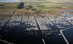 Epecun, Arjantin / Şehrin ortasından geçen nehrin taşmasıyla boşaltılmış.