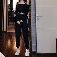 Korean Girl Fashion, Ulzzang Fashion, Korean Street Fashion, Kpop Fashion Outfits, Girls Fashion Clothes, Edgy Outfits, Cute Casual Outfits, Pretty Outfits, 80s Fashion