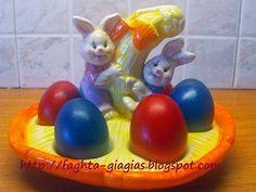 Τα φαγητά της γιαγιάς: Πασχαλινά αυγά - πως τα βάφουμε με φυσικές βαφές ή... Greek Easter, Greek Recipes, Easter Eggs, Food And Drink, Tips, Blog, Dinner, Spring, Potato Noodles
