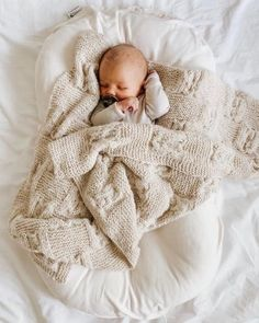 New child sleeping in beige lengthy sleeve onesie, wrapped in kn. New child sleeping in beige lengthy sleeve onesie, wrapped in kn. Sweet Baby Photos, Cute Baby Pictures, Little Babies, Little Ones, Cute Babies, Bebe Video, My Bebe, Foto Baby, Baby Kind