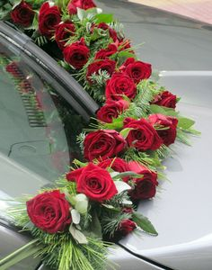 Greek style...Car decoration for wedding... gorgeous tradition!