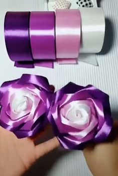 Cool Paper Crafts, Paper Flowers Craft, Paper Crafts Origami, Flower Crafts, Fabric Flowers, Diy Crafts Hacks, Diy Crafts For Gifts, Diy Home Crafts, Craft Stick Crafts