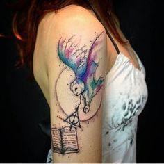 Para os fãs de Harry Potter uma tattoo em aquarela feita pela @paulayaang de…