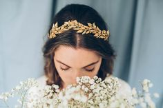 Golden leafs bridal headpiece by Naturae Design. Available at @wildatheartbirdal www.wildatheartbridal.com