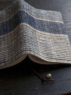 手織り布の文庫本ブックカバー   iichi(いいち)  ハンドメイド・クラフト・手仕事品の販売・購入