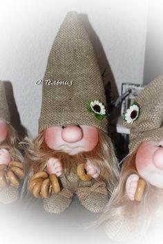 Фотография Gnome Tutorial, Pink Sparkles, Scandinavian Gnomes, Diy Christmas Ornaments, Christmas Decorations, Flower Fairies, Soft Dolls, Soft Sculpture, Doll Crafts