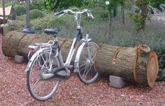 fietsrek boomstam Cycle Stand, Support Mural, Bike Storage, Wood Tree, Bike Rack, Tree Designs, Pool Houses, Outdoor Play, Wood Construction