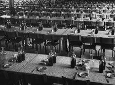Renault co-op factory canteen 1937 by Robert Doisneau le vin était LA boisson normale des travailleurs !