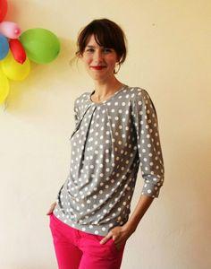 """Shirt """"Emilia"""", in grau-weiss gepunktet von Jekyll und Kleid auf DaWanda.com"""