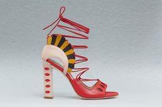Quer conferir as fotos da 1ª coleção de sapatos de Paula Cademartori? Clica na foto pra abrir!