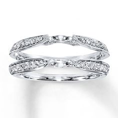 A gemstone solitaire may be the essential diamond engagement ring. Although other diamond engagement ring settings fall and rise in recognition, a solitaire ring is really a classic with constant, … Engagement Solitaire, Wedding Rings Solitaire, Wedding Rings Vintage, Wedding Ring Bands, Enhancer Wedding Band, Ring Enhancer, Bridesmaid Jewelry Sets, Rings For Her, Anniversary Rings
