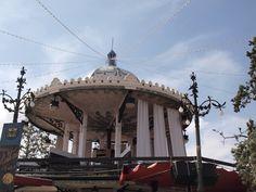 templete modernista, recién restaurado. ocupa el centro de los anillos del recinto ferial