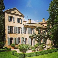 French property, houses and homes for sale in Provence Var Var Provence_Cote_d_Azur France by the French estate agents Villas, Family Dining Rooms, French Property, French Country House, Country Homes, French Farmhouse, Plein Air, Luxury Real Estate, Curb Appeal
